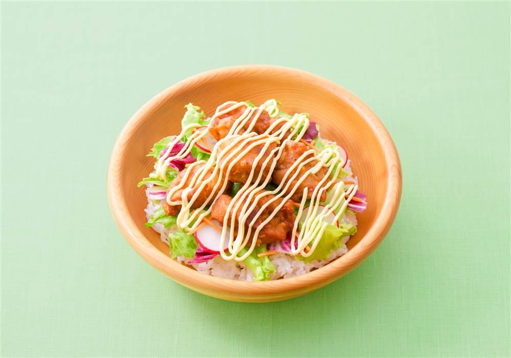 写真:鶏のから揚げマヨ丼