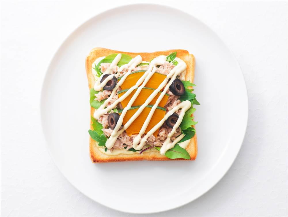 写真:かぼちゃとツナのサンドイッチ