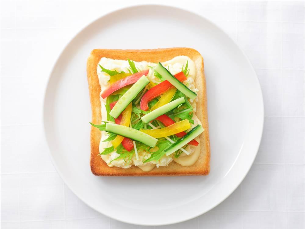 写真:ポテサラと彩り野菜のサンドイッチ