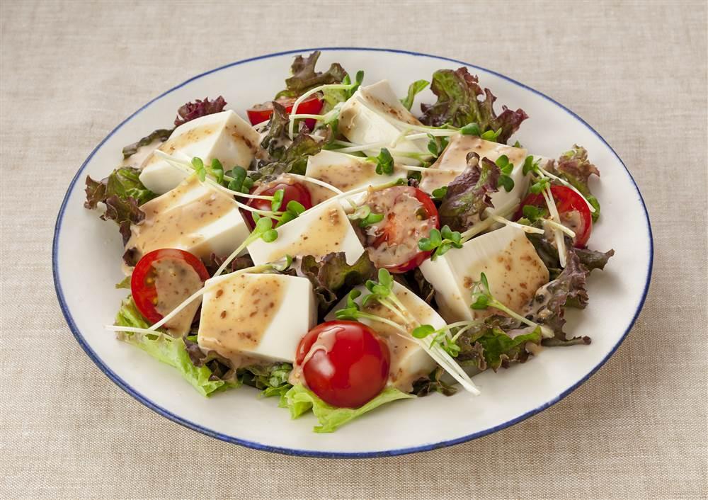 写真:豆腐とサニーレタスのサラダ