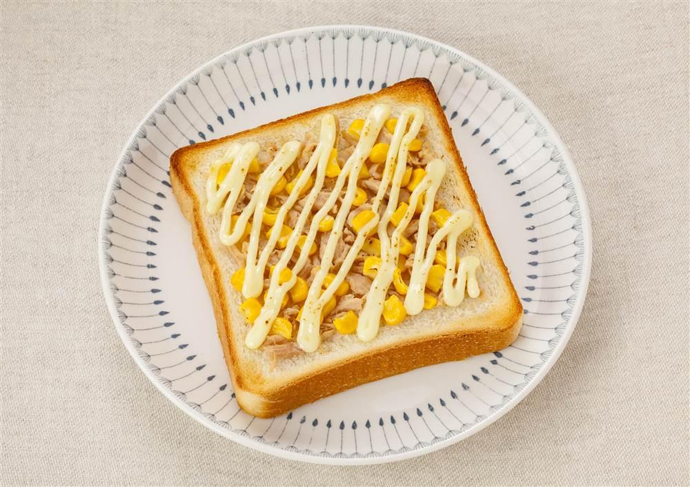 写真:ツナコーントースト