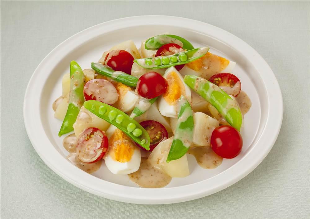 写真:ゆで卵とスナップえんどうのサラダ