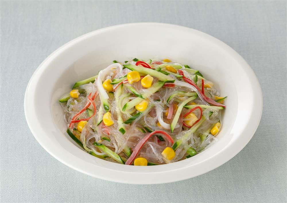 写真:コーンとかにかまの春雨サラダ