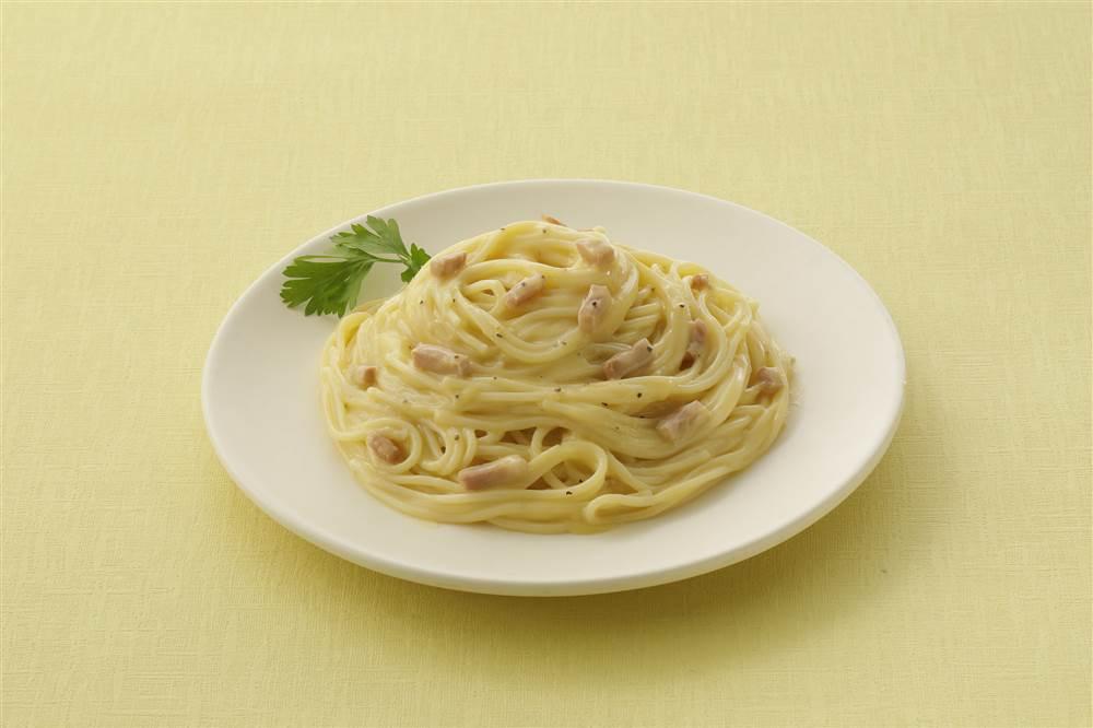 写真:カルボナーラスパゲッティ なめらかチーズ仕立て