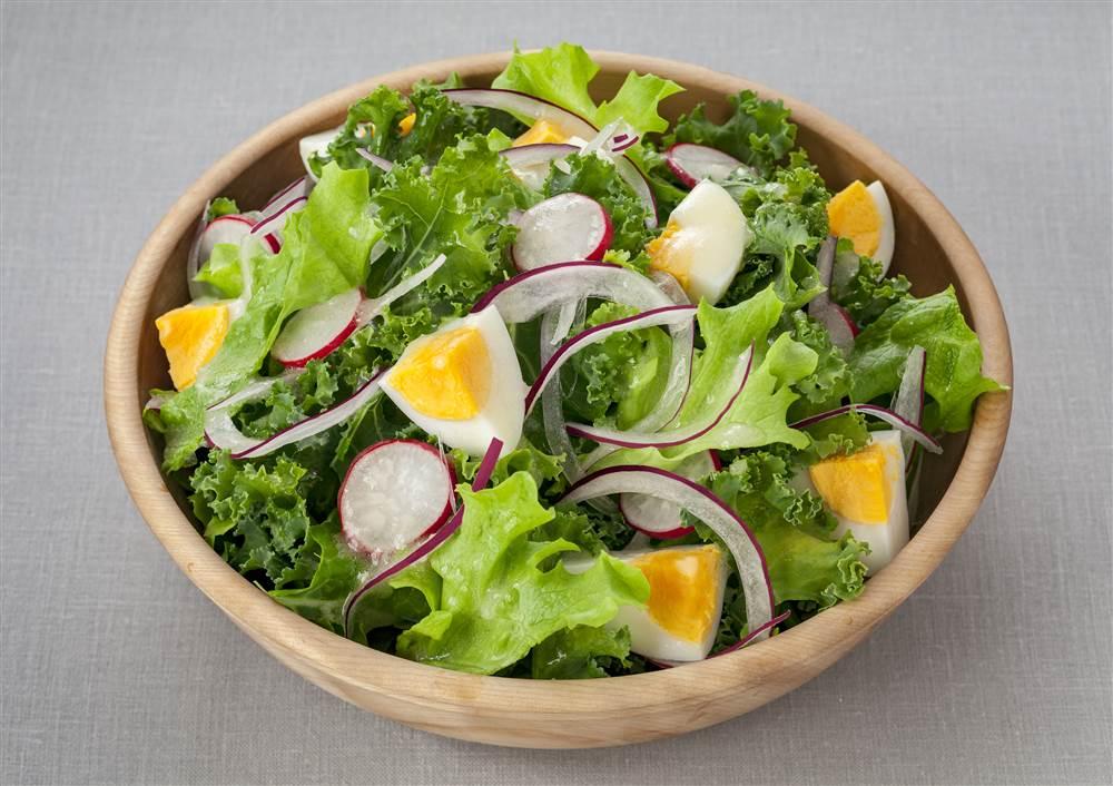 写真:リーフレタスとケールのサラダ