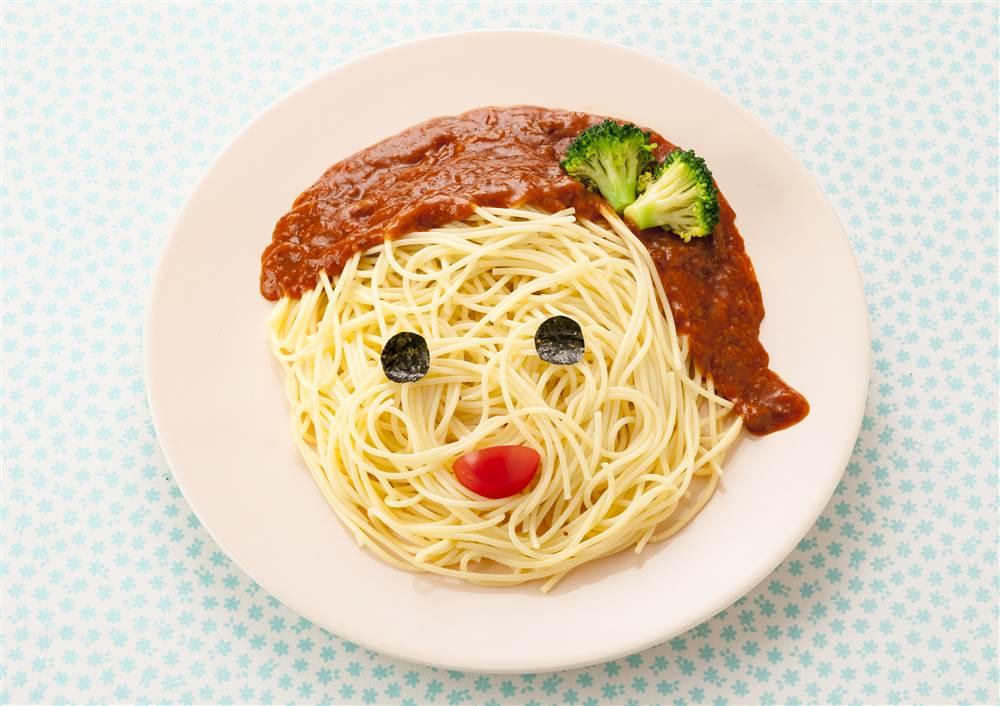 写真:ミートソースで似顔絵スパゲッティ