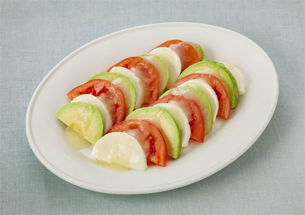 写真:アボカドとトマトのカプレーゼ