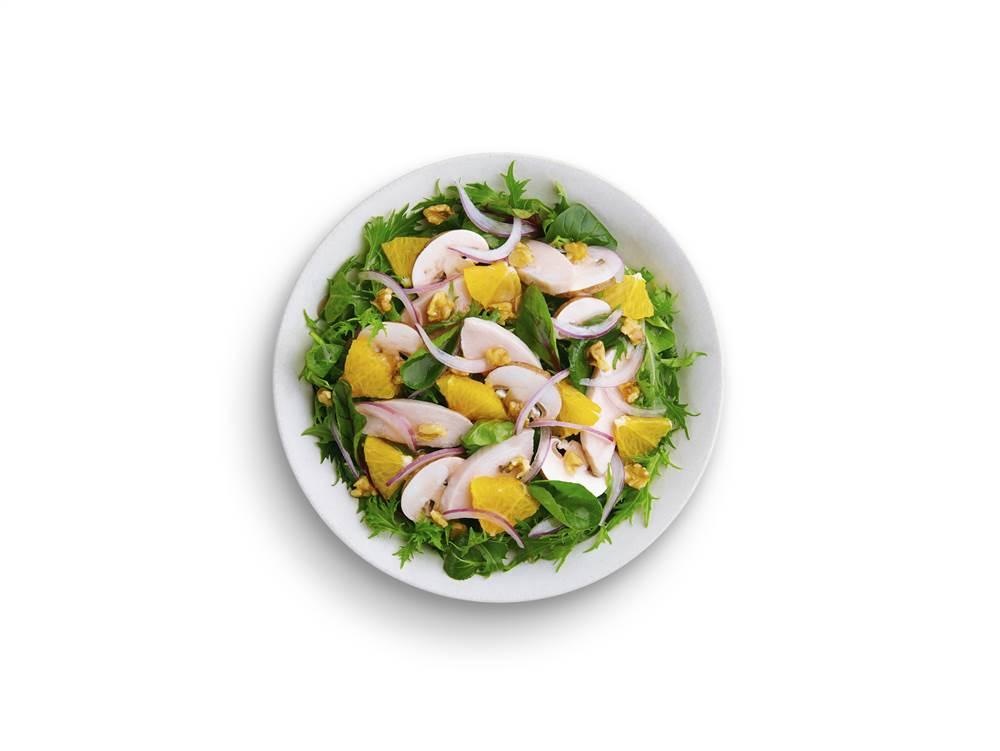 写真:鶏むね肉とオレンジのパワーサラダ