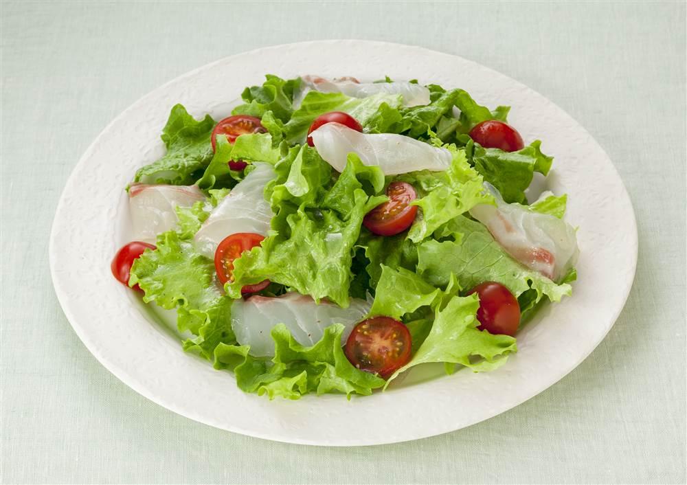 写真:鯛のお刺身サラダ