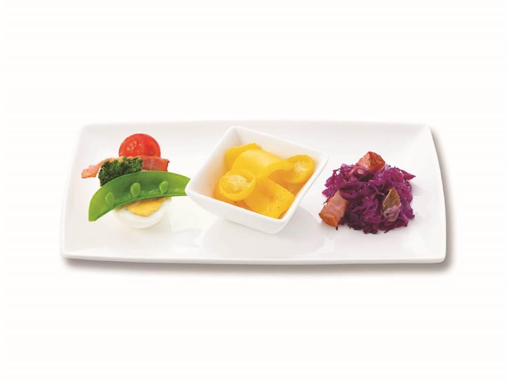 写真:野菜とたまごの前菜3種