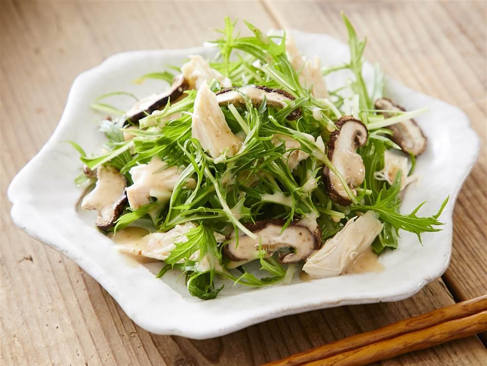 写真:水菜と鶏のごまサラダ