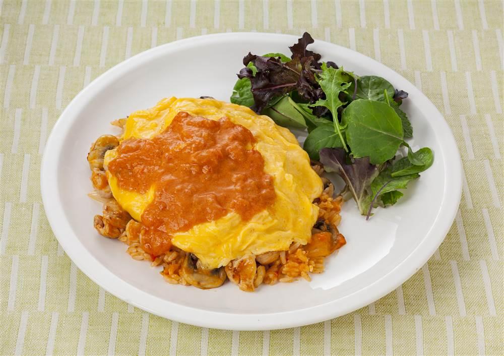 写真:トマトチーズのオムライス