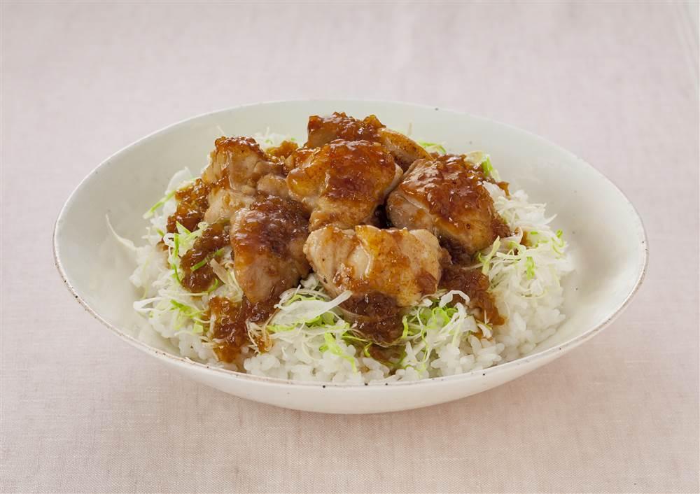 写真:ドレッシングで!和風たまねぎの鶏の照り焼き丼
