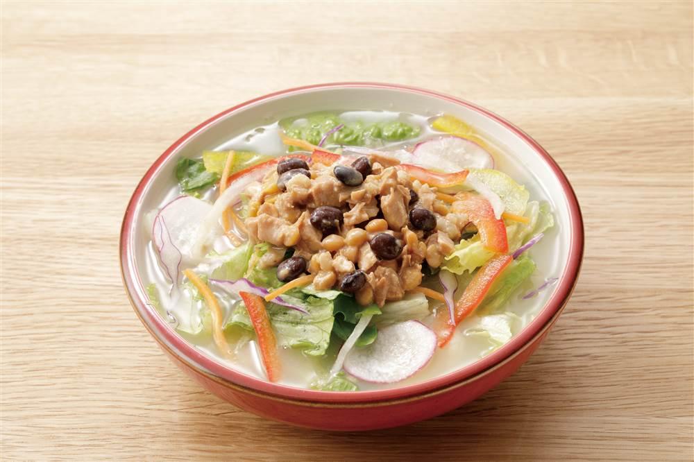 写真:スープ仕立てのサラダ シナモン香るごま豆乳ソース