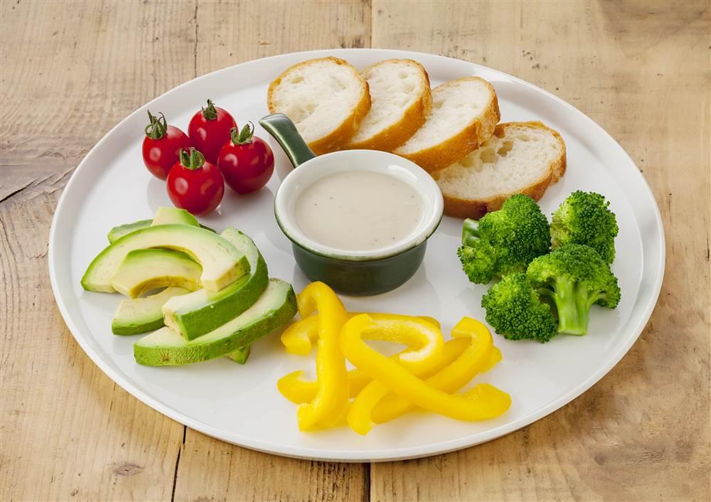 写真:彩野菜の4種のチーズソースディップ