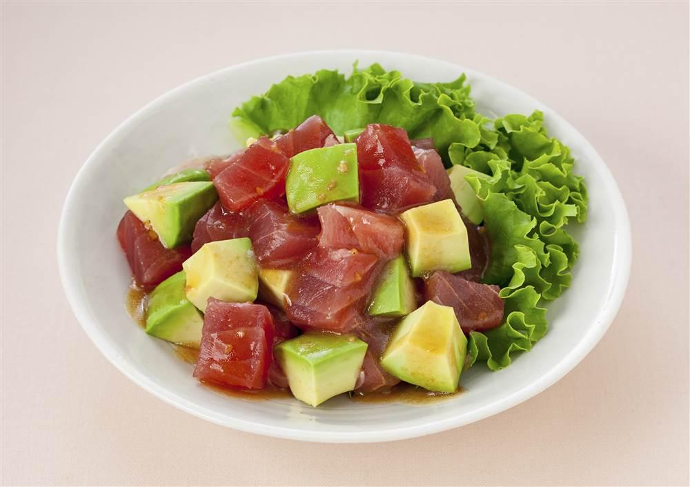 写真:アボカドとまぐろのサラダ