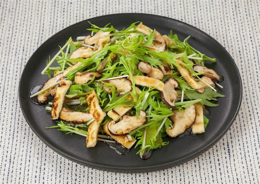 写真:水菜としいたけのサラダ