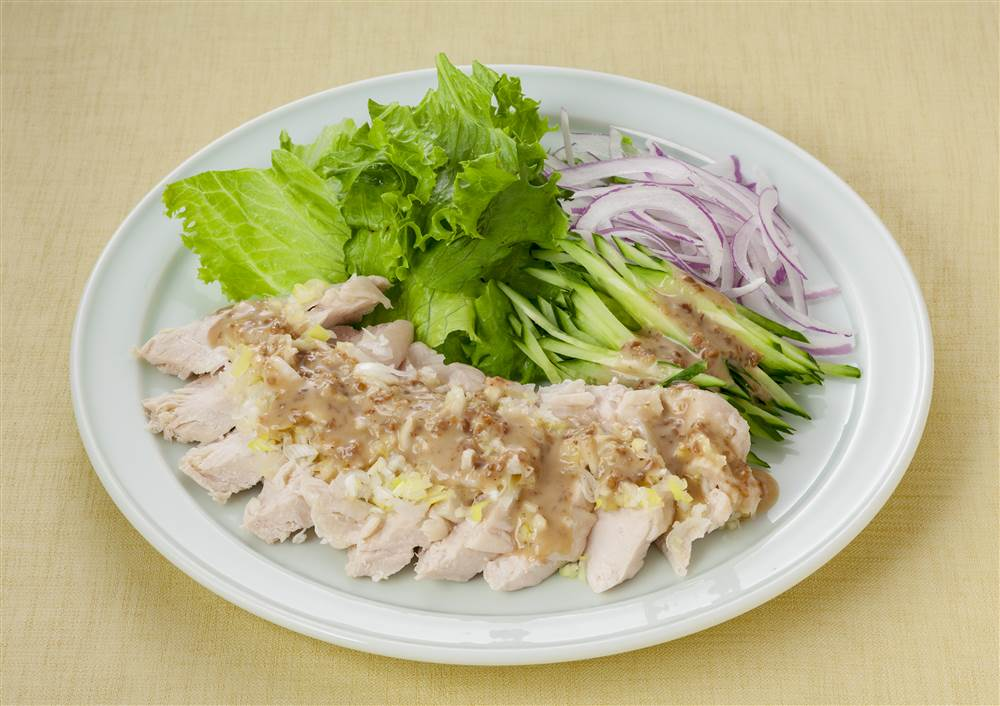 写真:蒸し鶏のアジアンサラダ