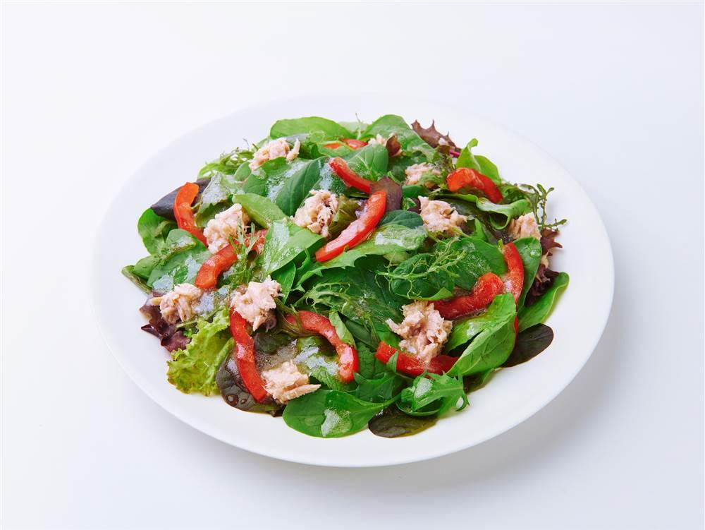 写真:ベビーリーフとパプリカのサラダ