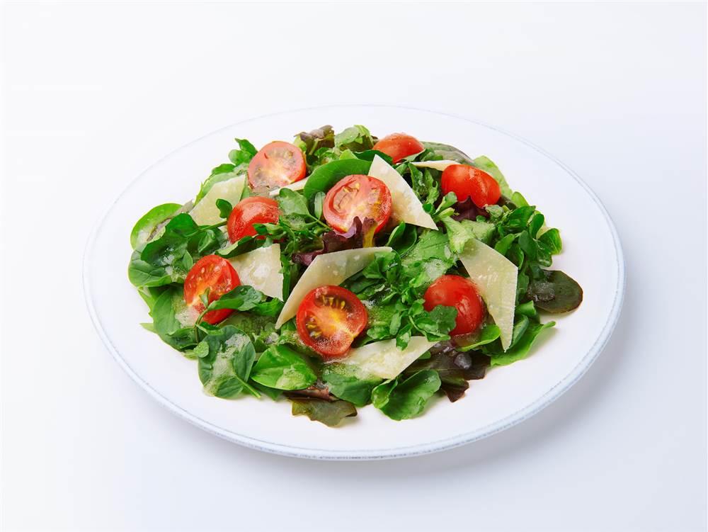 写真:ベビーリーフとクレソンとミニトマトのサラダ