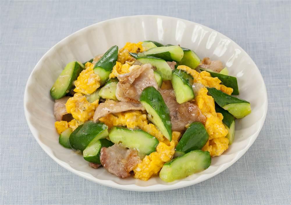 写真:きゅうりと豚肉のねぎ塩レモン炒め