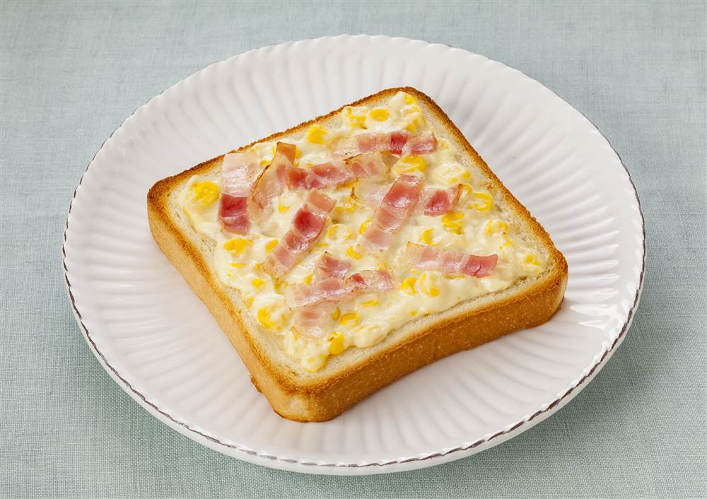 写真:コーンマヨとベーコンのトースト