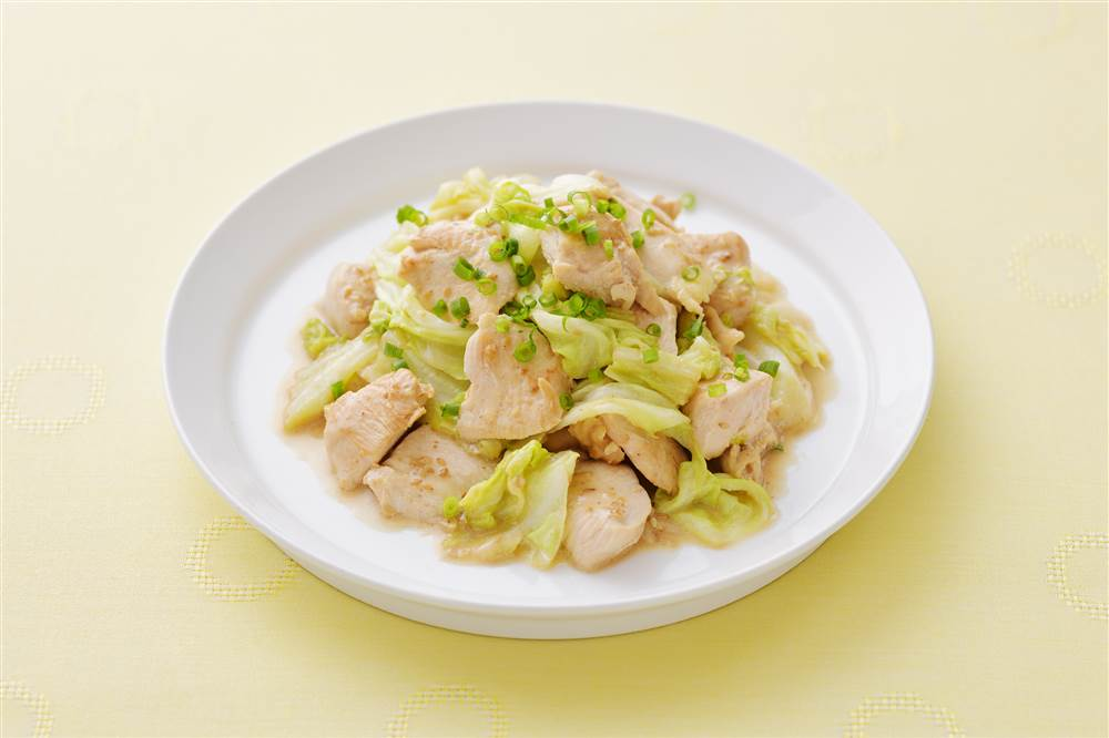 写真:キャベツと鶏むね肉のドレッシング炒め