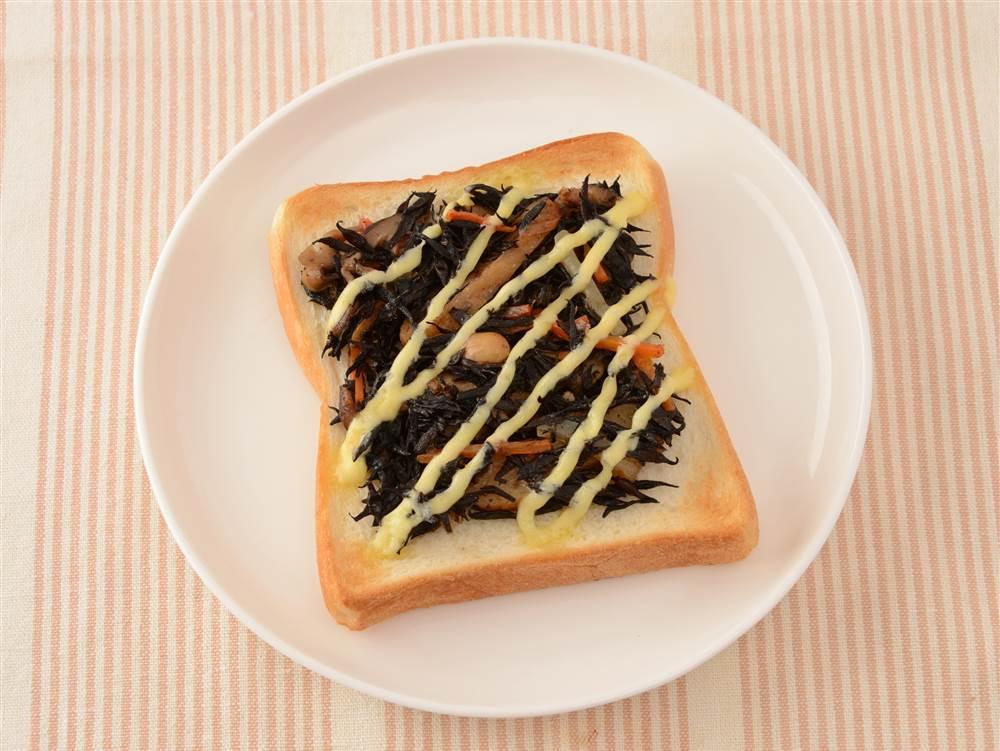 写真:ひじき煮のマヨトースト