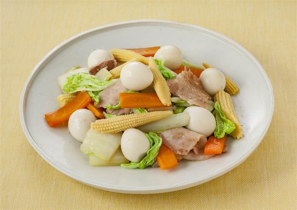 写真:うずら卵たっぷり!八宝菜風中華炒め