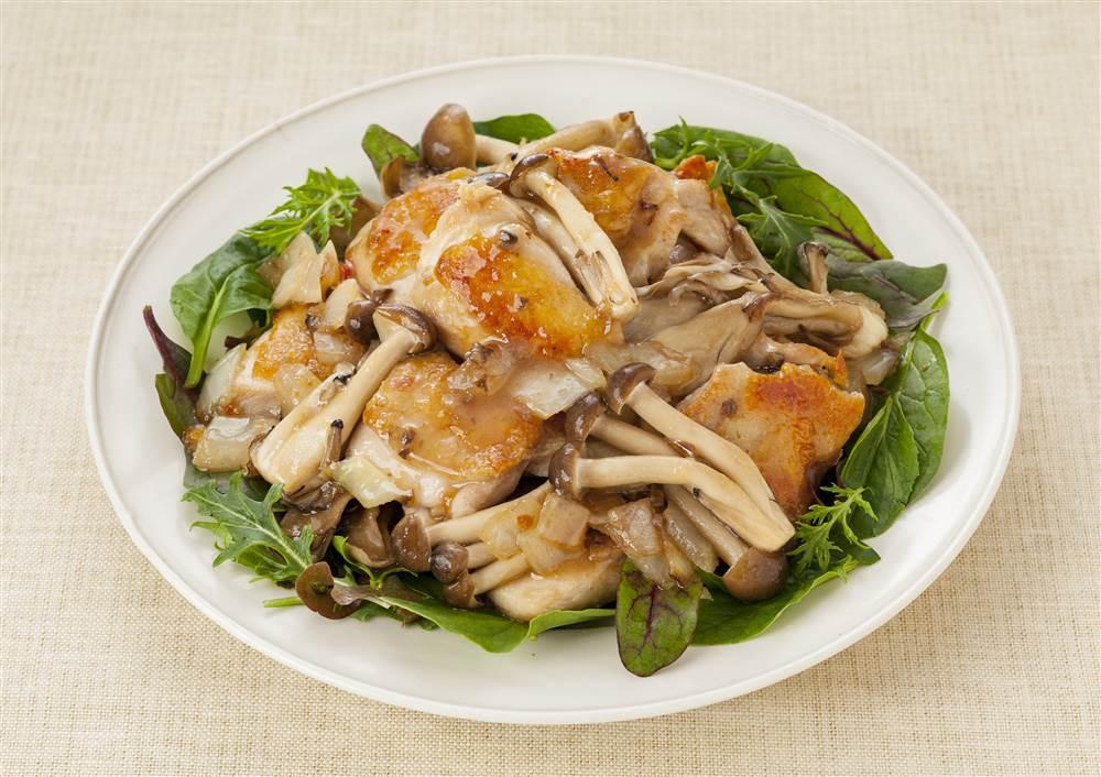 写真:鶏肉ときのこのドレッシング炒め