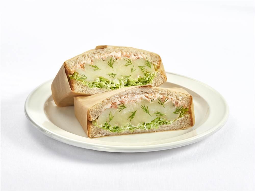 写真:新じゃがいもとサーモン&クリームチーズのサラダサンド
