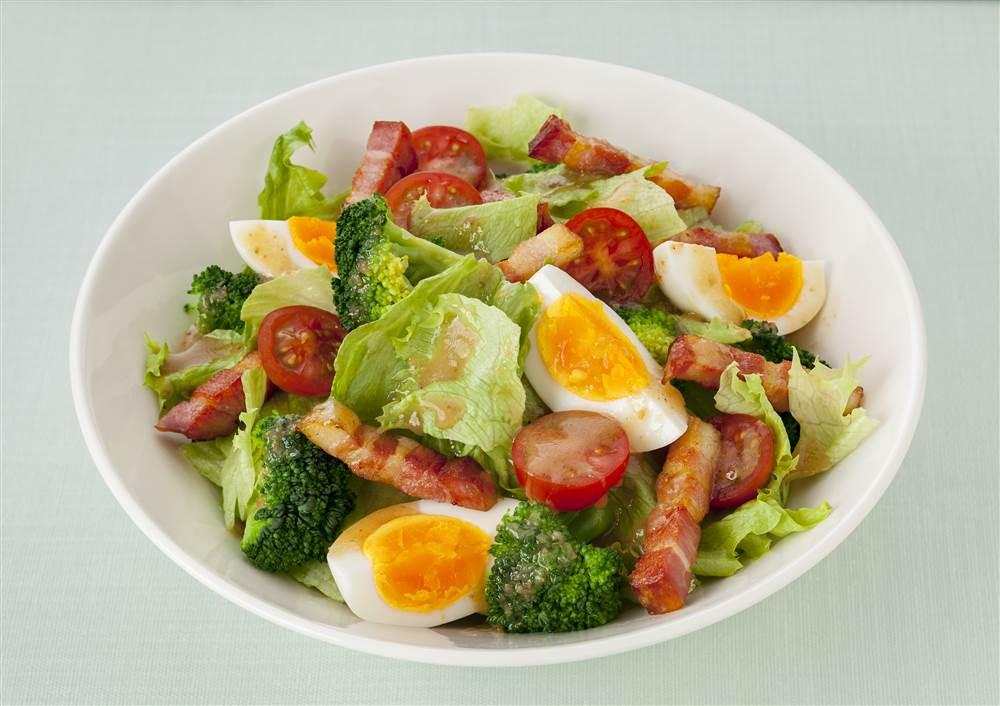 写真:ブロッコリーとベーコンのサラダ