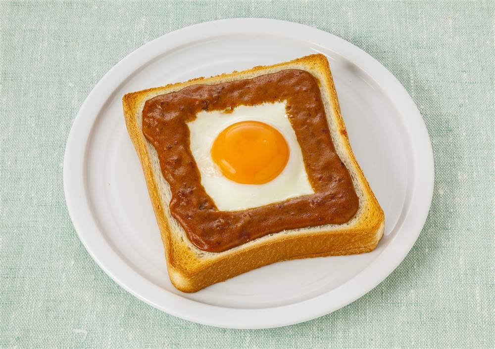 写真:とろーりたまごのカレートースト