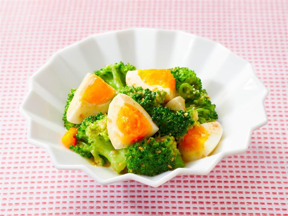 写真:ブロッコリーとゆで卵のおつまみサラダ