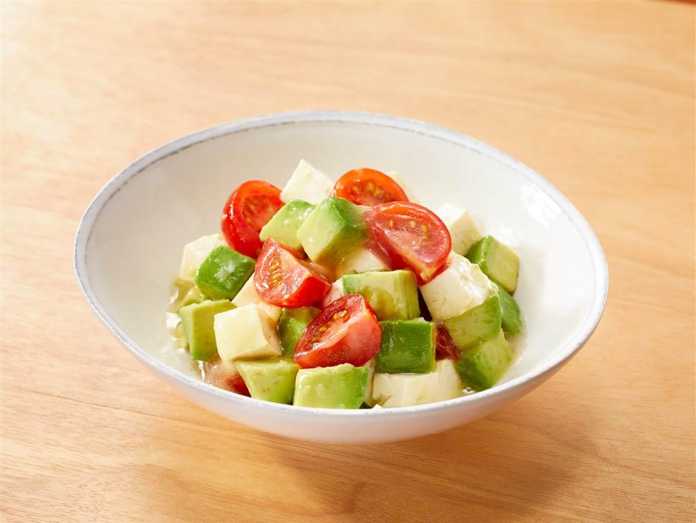 写真:豆腐とアボカドのあえサラダ
