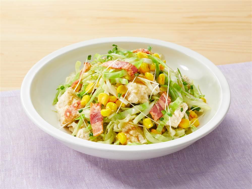 写真:豆腐とキャベツとコーンのあえサラダ