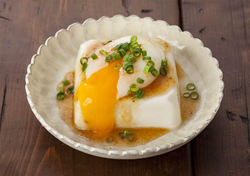 写真:とろ~り半熟たまごの月見豆腐