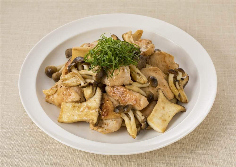写真:鶏むね肉とエリンギの深煎りごま炒め