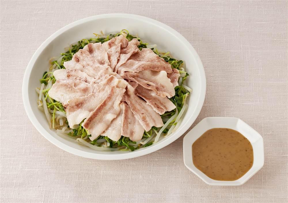 写真:豚肉と豆苗ともやしのレンジ蒸し