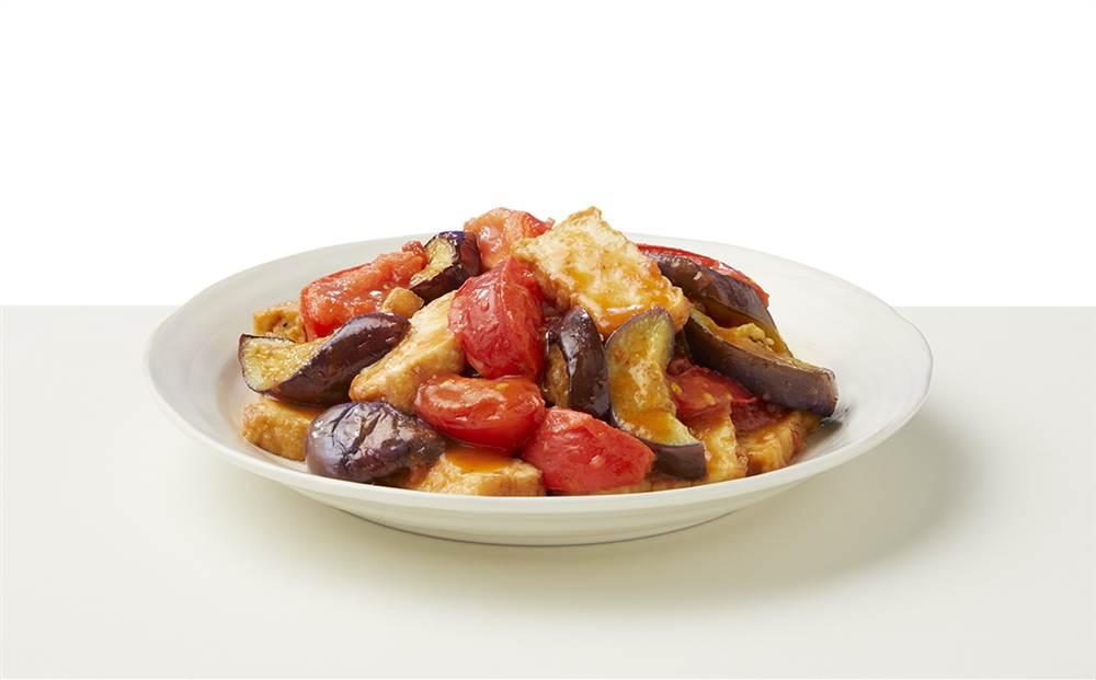 写真:なすとトマトと厚揚げのドレッシング炒め