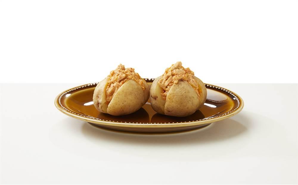 写真:ツナマヨキムチのまるごとポテト