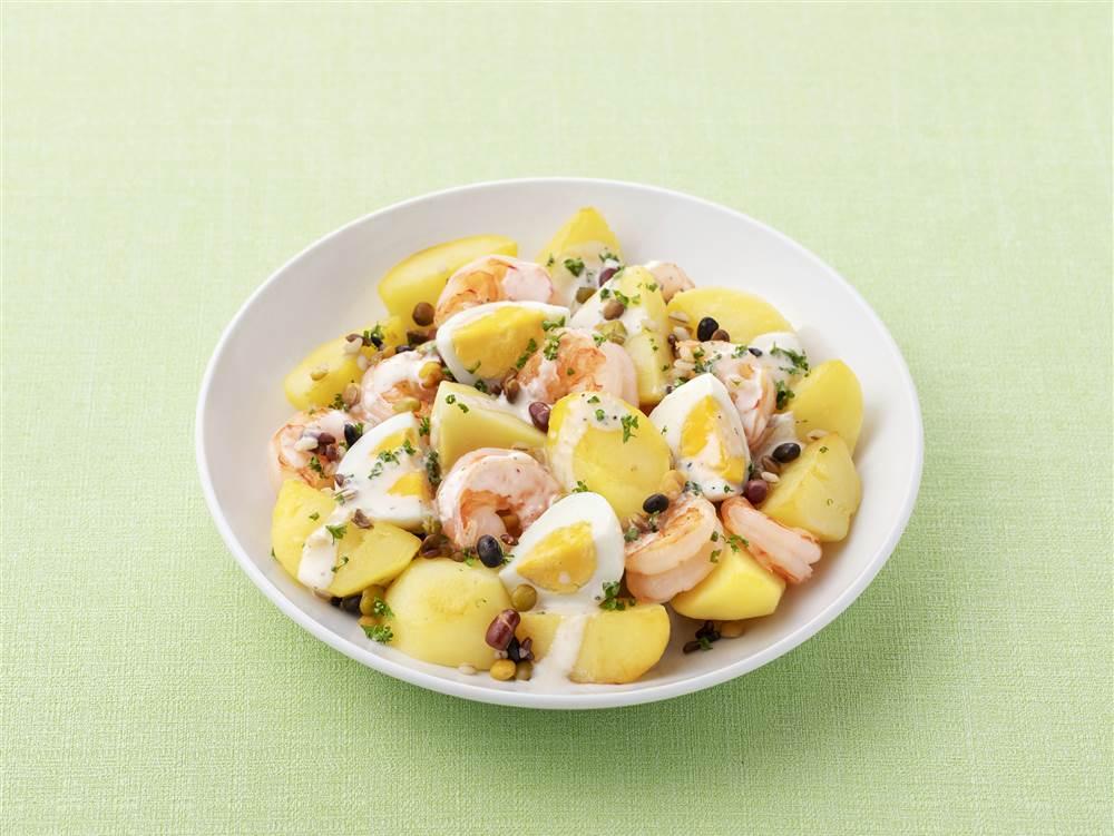 写真:ごろごろポテトとゆで卵とえびのサラダ