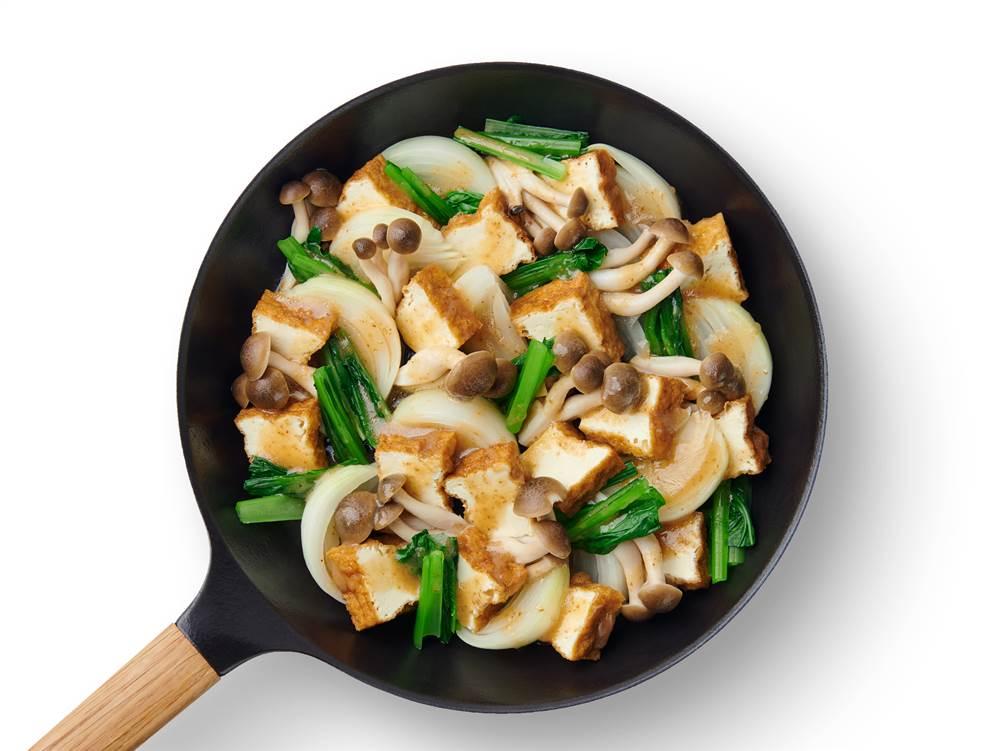 写真:小松菜とぶなしめじと厚揚げのフライパン蒸し