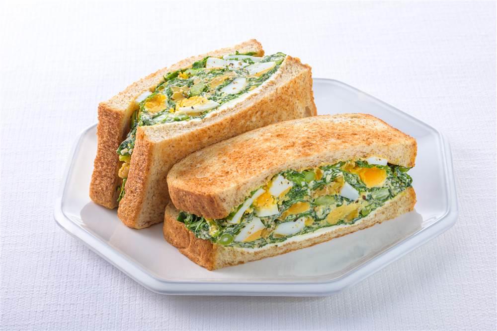 写真:春菊とゆで卵とクリームチーズのサラダサンド
