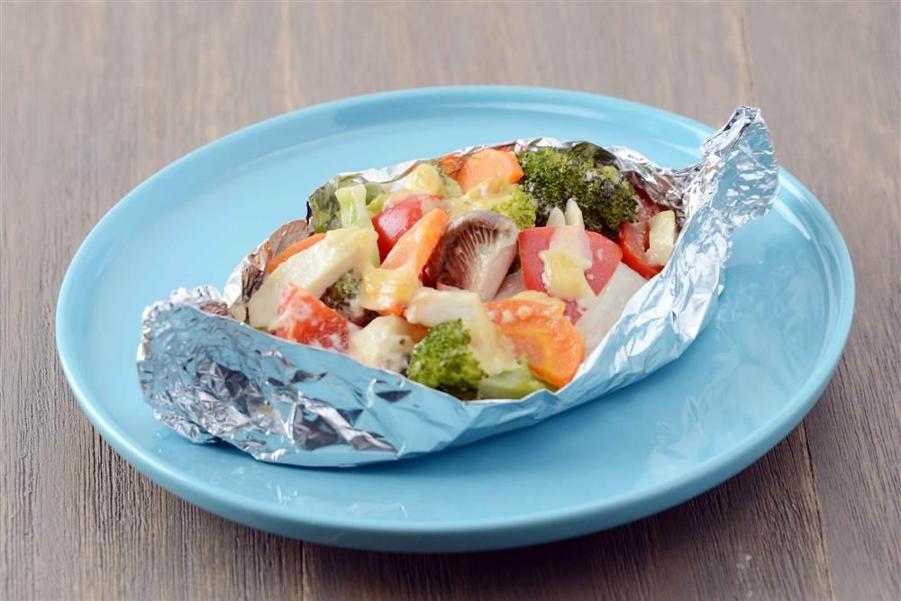 写真:カラフル野菜のマヨホイル焼き