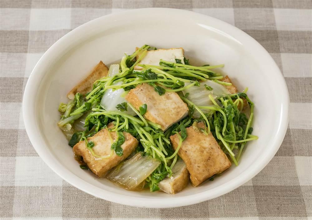 写真:白菜と厚揚げの蒸し煮