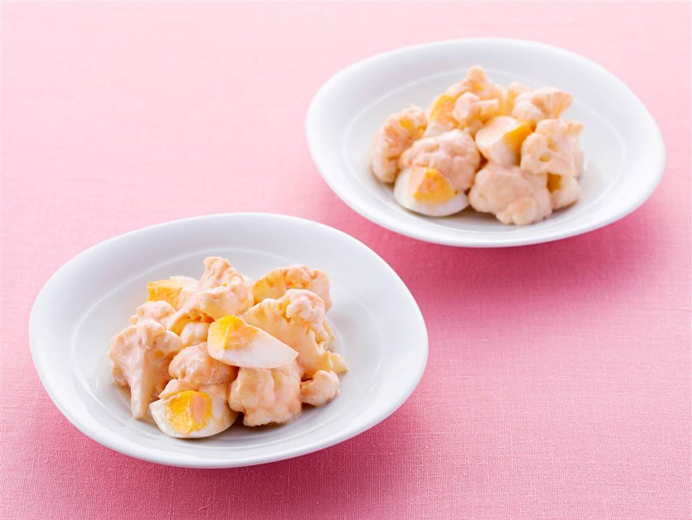 写真:カリフラワーとゆで卵のケチャマヨサラダ
