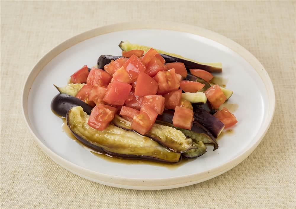 写真:蒸しなすとトマトのサラダ