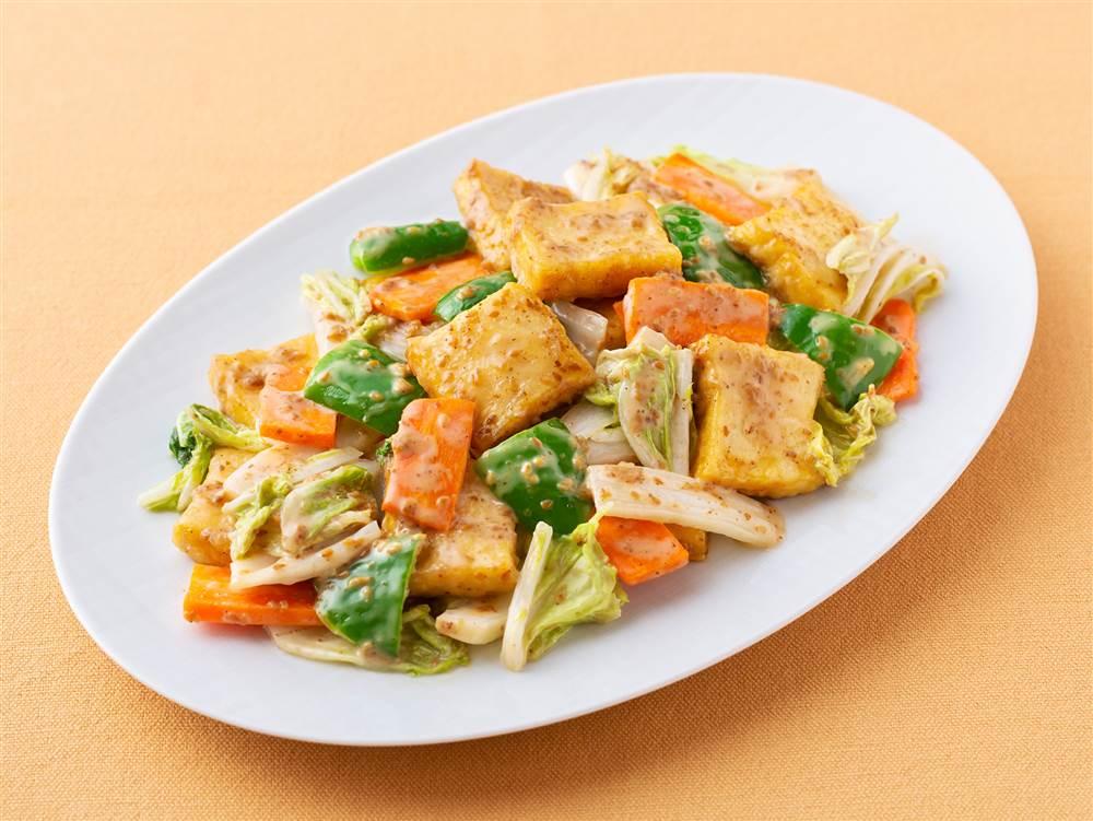 写真:白菜とにんじんと厚揚げの深ごま炒め