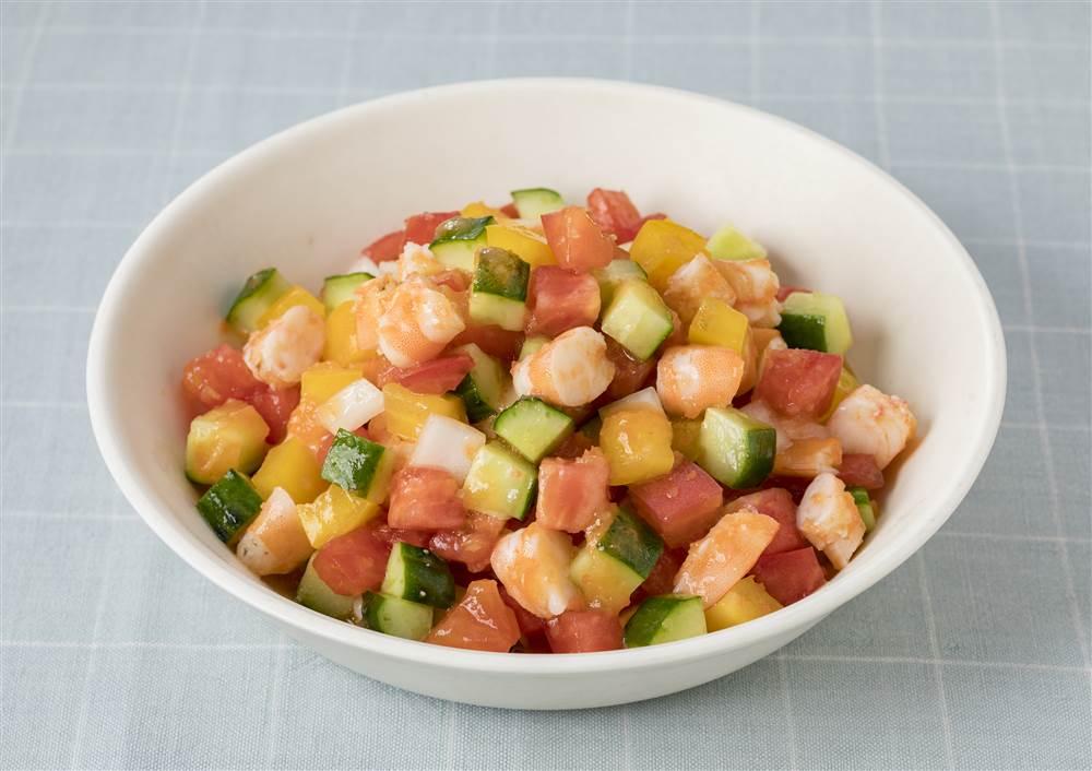 写真:トマトときゅうりとえびのサラダ